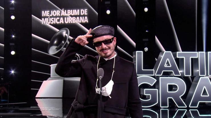 j balvin gana grammy album con colores